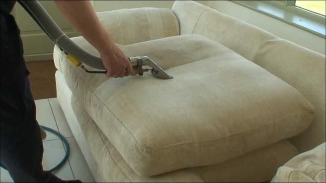 Cara mencuci sofa kain yang benar